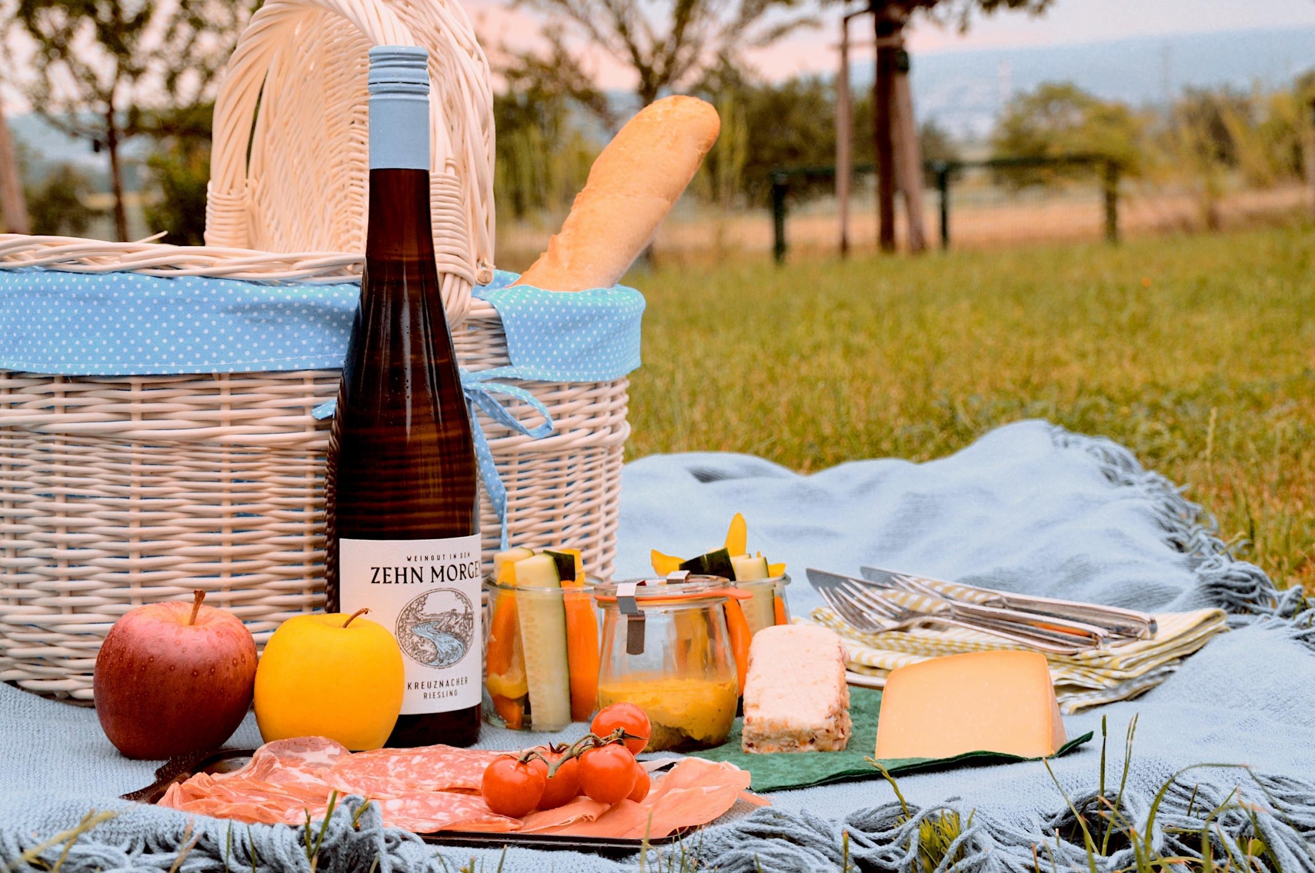 Picknick-Korb-mit-Wein-zum-mitnehmen